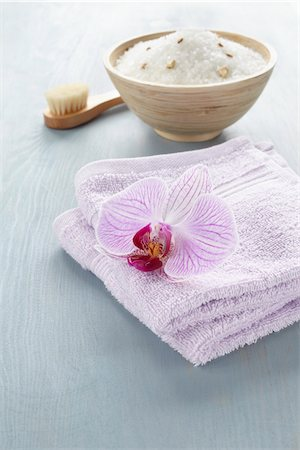 Bath Salts and Towels Stock Photo - Premium Royalty-Free, Code: 600-03907474