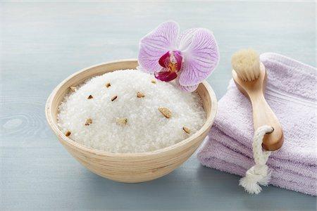 Bath Salts and Scrub Brush Stock Photo - Premium Royalty-Free, Code: 600-03907471