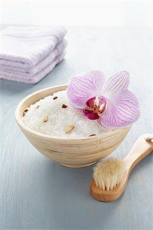 Bath Salts and Scrub Brush Stock Photo - Premium Royalty-Free, Code: 600-03907473