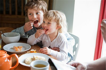 Brother and sister having breakfast Stock Photo - Premium Royalty-Free, Code: 614-05556654
