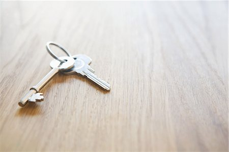 House keys on a table Stock Photo - Premium Royalty-Free, Code: 614-05819004