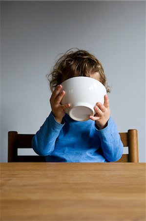 delicious - Little boy holding bowl to his face Stock Photo - Premium Royalty-Free, Code: 614-05819024