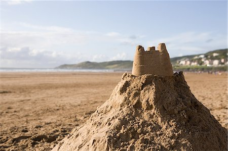 Sand castle on a beach Stock Photo - Premium Royalty-Free, Code: 614-05955404