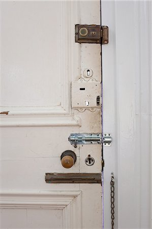 Door with many locks and bolts Stock Photo - Premium Royalty-Free, Code: 614-05955593