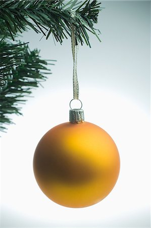 Yellow christmas bauble hanging on tree Stock Photo - Premium Royalty-Free, Code: 614-05955767