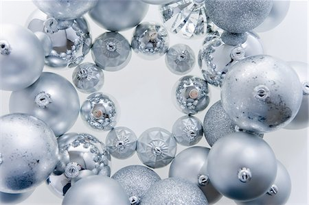 Circle of silver christmas baubles Stock Photo - Premium Royalty-Free, Code: 614-05955779