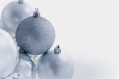 Silver christmas baubles Stock Photo - Premium Royalty-Free, Code: 614-05955780