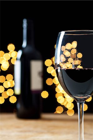 sparkling - Glass and bottle of red wine Stock Photo - Premium Royalty-Free, Code: 614-06002038