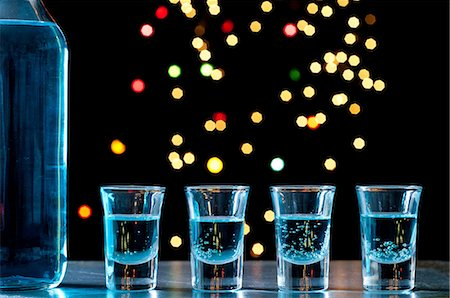 sparkling - Bottle and shots of blue alcohol Stock Photo - Premium Royalty-Free, Code: 614-06002045