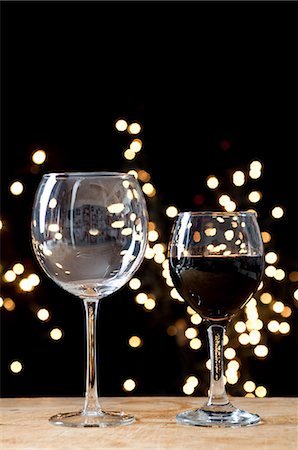 festive - Large and small glasses of wine Stock Photo - Premium Royalty-Free, Code: 614-06002056