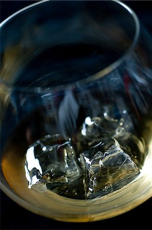 Whiskey on the rocks in a tumbler Stock Photo - Premium Royalty-Free, Code: 614-06002059