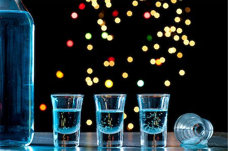 sparkling - Bottle and shots of blue alcohol Stock Photo - Premium Royalty-Free, Code: 614-06002076