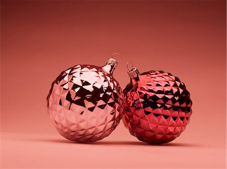 decoration pattern - Pink and red Christmas baubles Stock Photo - Premium Royalty-Free, Code: 614-06002229