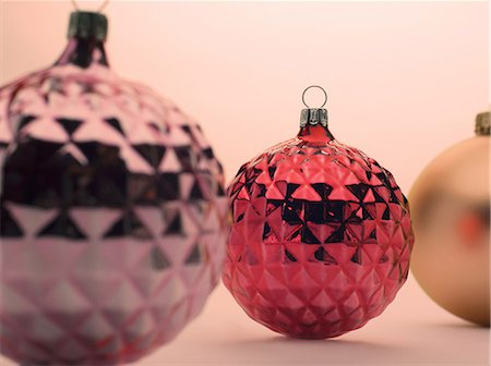 decoration - Pink and red Christmas baubles Stock Photo - Premium Royalty-Free, Code: 614-06002232