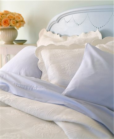 Pillows on bed Stock Photo - Premium Royalty-Free, Code: 614-06002315