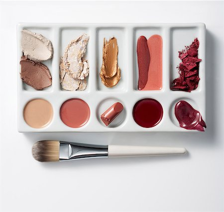 Artists palette with make up and brush Stock Photo - Premium Royalty-Free, Code: 614-06044127