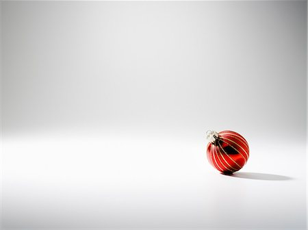 Bauble, studio shot Stock Photo - Premium Royalty-Free, Code: 614-06044144
