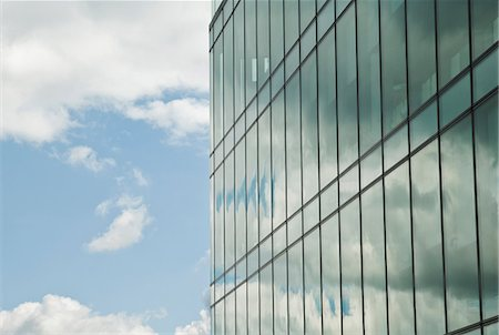 property release - Cloudy blue sky reflected in office windows Stock Photo - Premium Royalty-Free, Code: 614-06044726