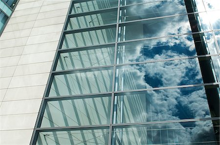 Cloudy blue sky reflected in office windows Stock Photo - Premium Royalty-Free, Code: 614-06044729
