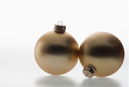 Two gold baubles Stock Photo - Premium Royalty-Free, Code: 614-06043698