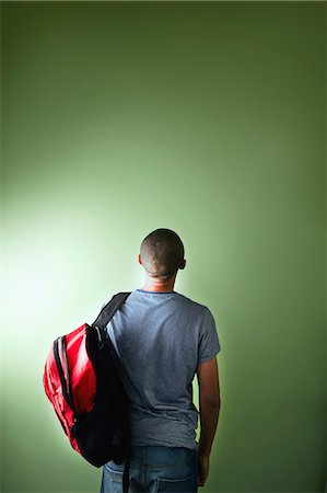 Schoolboy with backpack, rear view Foto de stock - Sin royalties Premium, Código: 614-06116427