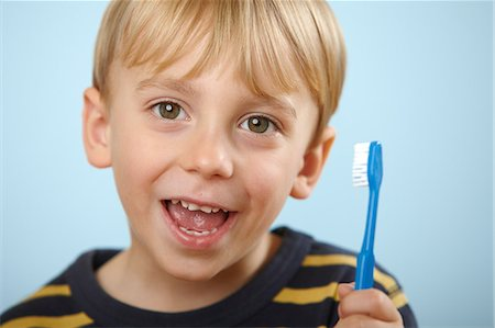 Boy holding toothbrush Stock Photo - Premium Royalty-Free, Code: 614-06168911