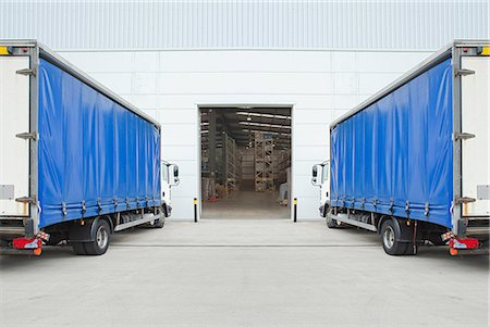 Trucks parked outside distribution warehouse Stock Photo - Premium Royalty-Free, Code: 614-06169103