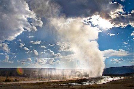 Old Faithful geyser erupting, Yellowstone National Park, Wyoming, USA Stock Photo - Premium Royalty-Free, Code: 614-06311740