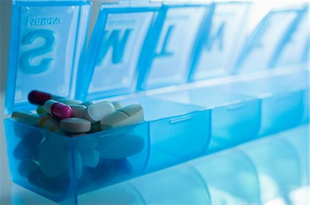 dependable - Pills in pillbox Stock Photo - Premium Royalty-Free, Code: 614-06336346
