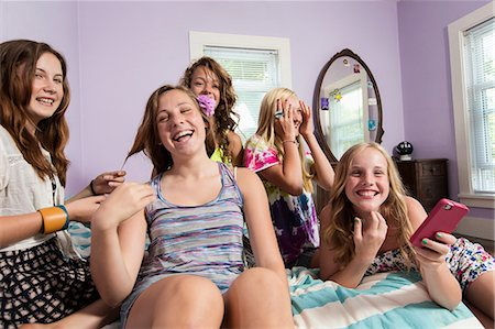 preteen touch - Girls using smartphone in bedroom Stock Photo - Premium Royalty-Free, Code: 614-06402651