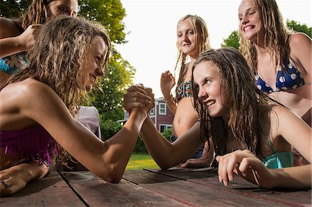Two girls arm wrestling Stock Photo - Premium Royalty-Free, Code: 614-06402691
