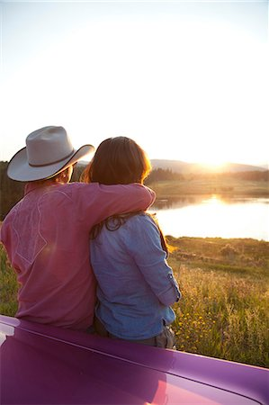 Couple looking at sunset Stock Photo - Premium Royalty-Free, Code: 614-06402863