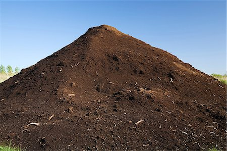 Mound of topsoil in commercial sandpit Stock Photo - Premium Royalty-Free, Code: 614-06403007