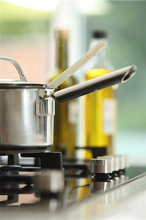 Saucepan on stove Stock Photo - Premium Royalty-Free, Code: 614-06403002