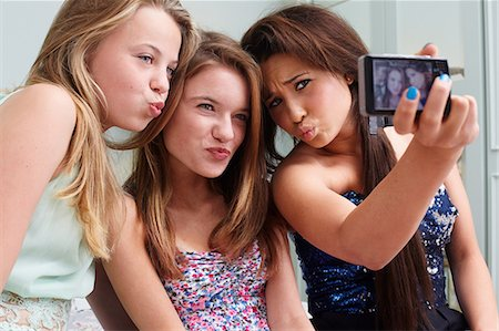 pucker - Teenage girls taking a picture of themselves making faces Stock Photo - Premium Royalty-Free, Code: 614-06403026
