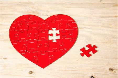 Heart shaped jigsaw puzzle with missing piece Stock Photo - Premium Royalty-Free, Code: 614-06442404