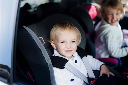 Brother and sister in car Stock Photo - Premium Royalty-Free, Code: 614-06442587