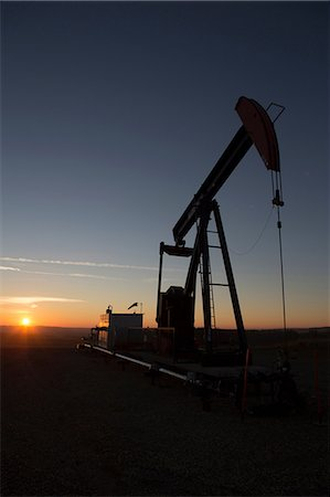 drilling - Silhouette of oil well in dry landscape Stock Photo - Premium Royalty-Free, Code: 614-06624279