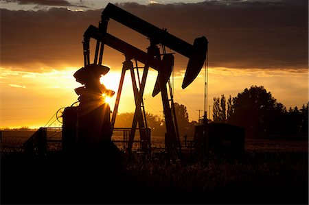 drilling - Silhouette of oil wells at sunset Stock Photo - Premium Royalty-Free, Code: 614-06624286