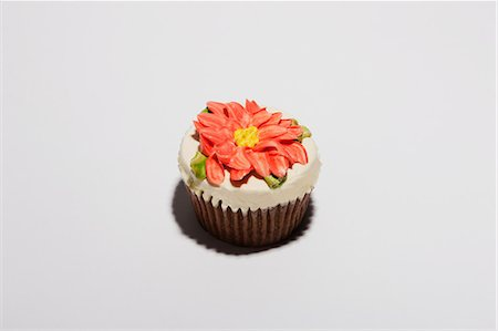 Cupcake decorated with flower Stock Photo - Premium Royalty-Free, Code: 614-06624603