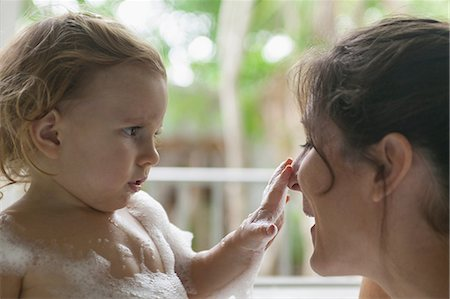 Mother and toddler in bubble bath Stock Photo - Premium Royalty-Free, Code: 614-06624896