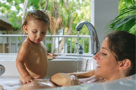 Pregnant mother and toddler in bath Stock Photo - Premium Royalty-Free, Code: 614-06624899