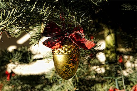 Christmas ornament on tree Stock Photo - Premium Royalty-Free, Code: 614-06624917