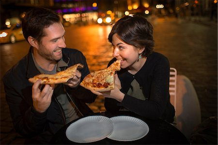 places - Couple eating pizza on city street Stock Photo - Premium Royalty-Free, Code: 614-06625020
