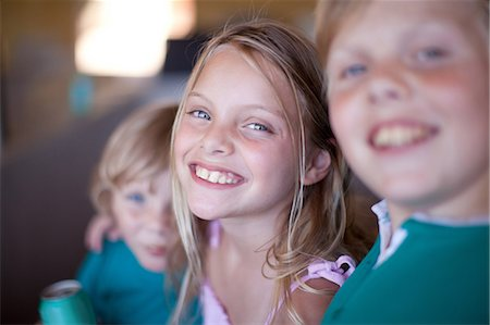 sister - Children drinking soda in garage Stock Photo - Premium Royalty-Free, Code: 614-06623655