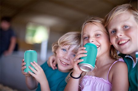 Children drinking soda in garage Stock Photo - Premium Royalty-Free, Code: 614-06623652