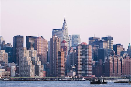 edificio - New York City skyline and waterfront Foto de stock - Sin royalties Premium, Código: 614-06718714