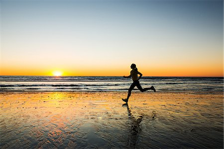 silhouettes - Woman running on beach Stock Photo - Premium Royalty-Free, Code: 614-06718840