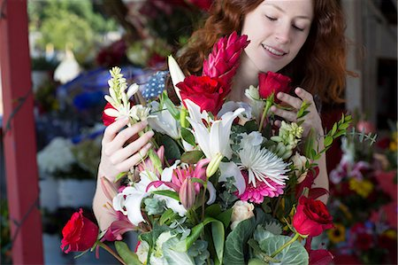 florist - Florist arranging bouquet in shop Stock Photo - Premium Royalty-Free, Code: 614-06719188