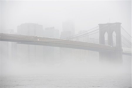 fog (weather) - Fog rolling over Brooklyn bridge Stock Photo - Premium Royalty-Free, Code: 614-06719191